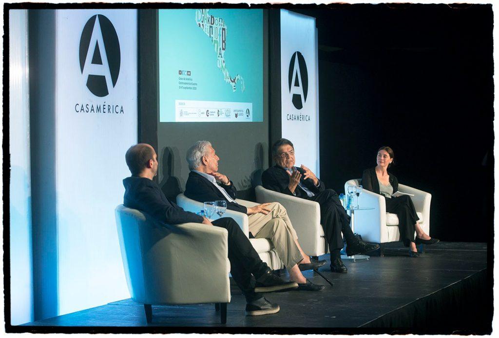 Inauguración de Centroamérica Cuenta en Casa de América, Madrid. Mario Vargas Llosa (Perú) y Sergio Ramírez (Nicaragua) conversaron con Carlos Granés (Colombia) y Pilar Reyes (Colombia).
